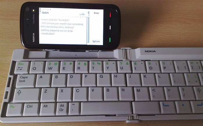 Nokia 5800 XpressMusic being used with a wireless Bluetooth keyboard