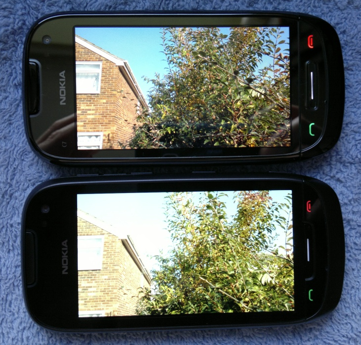 Nokia 701 vs C7 display face-off