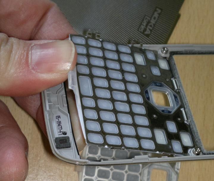 Inserting the new keypad