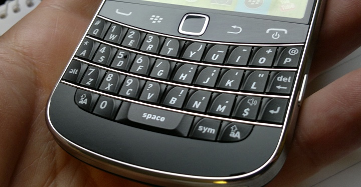 Head to head: Nokia E6 and Blackberry Bold 9900
