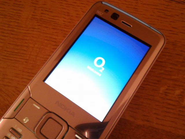 Nokia N82 with O2 loading screen