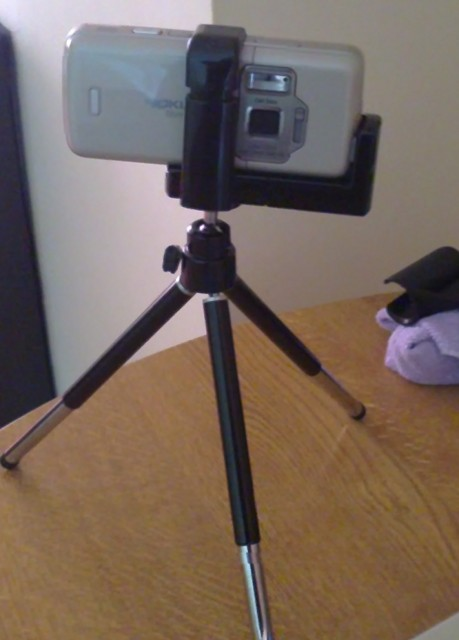 N82 in mobile phone tripod holder