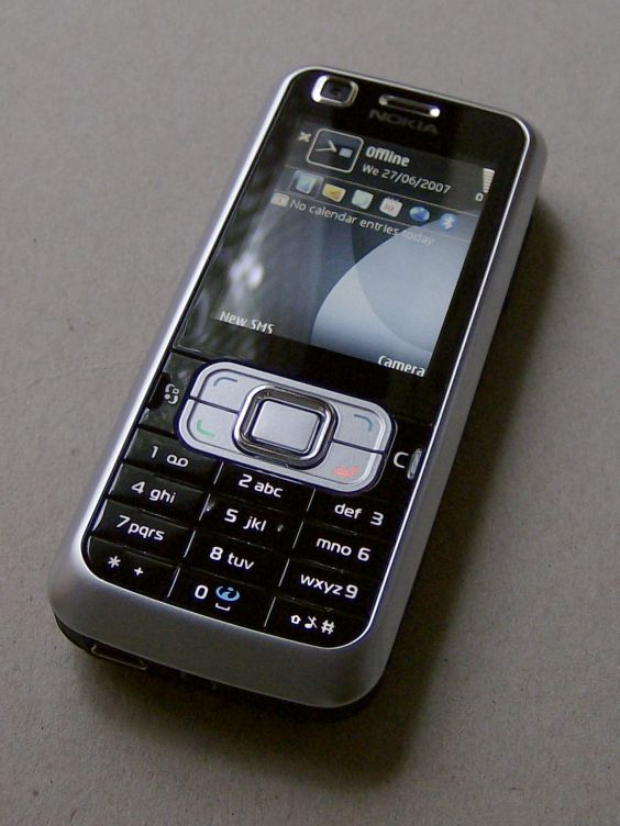 Nokia 6120 Classic smartphone screen on
