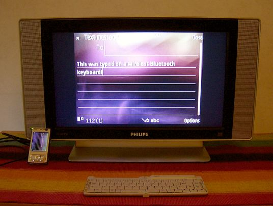 Nokia N95 with wireless keyboard and TV