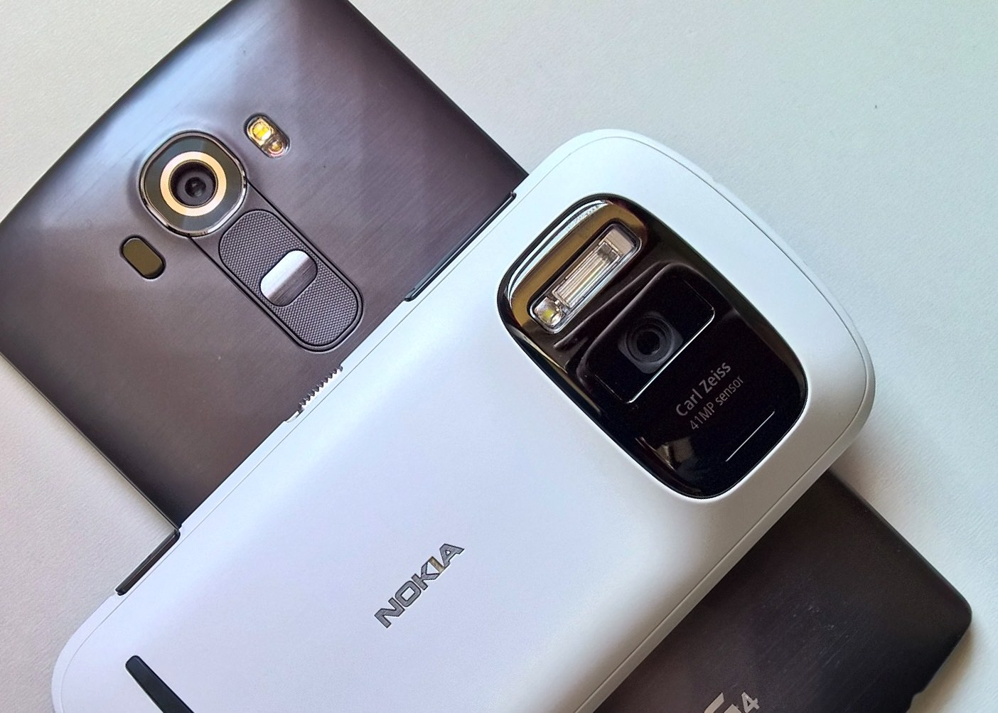 Nokia 808 (2012) vs LG G4 (2015) camera data points (updated)
