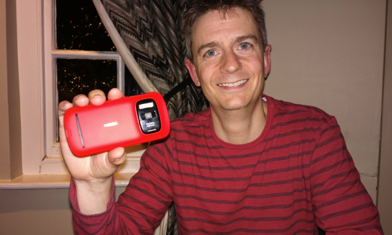 Andy Hagon and the red Nokia 808 PureView