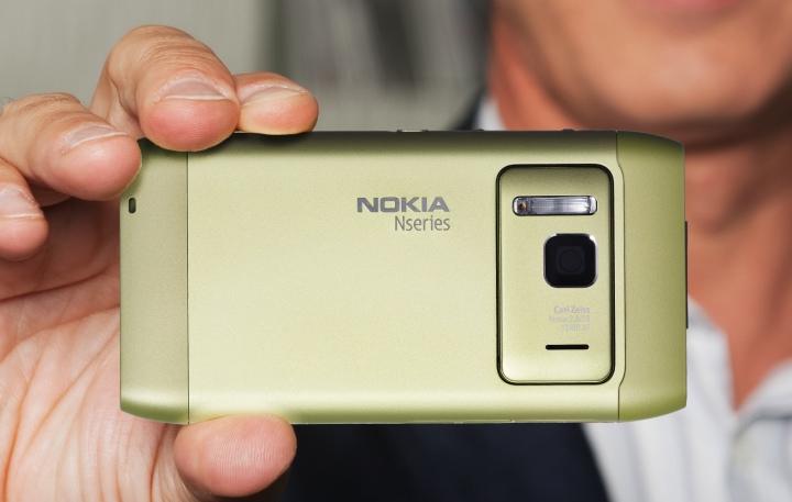 N8 in hand