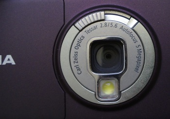 Nokia N95 has pre-set focus