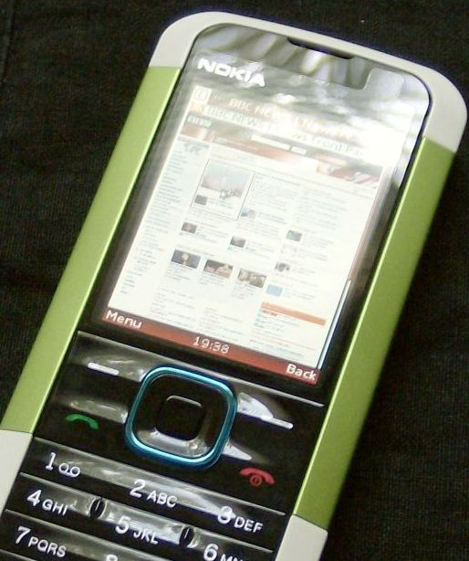 Nokia 5000 displaying BBC News website