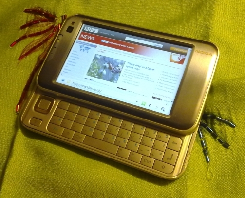 Nokia N810 with keyboard extended