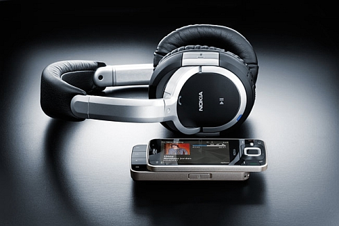 Nokia N96 with headphones