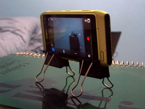 Bulldog clip stand