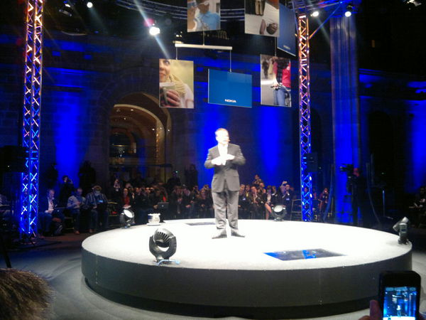Elop on stage