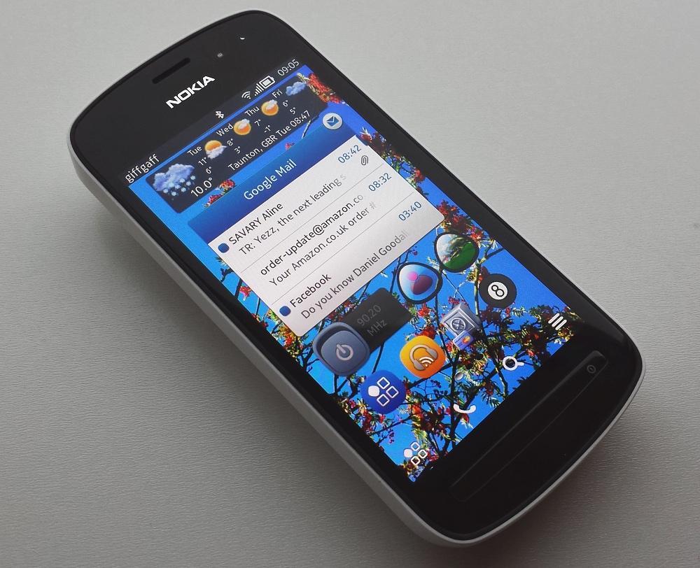 Nokia 808 running Delight 1.5