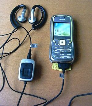 Nokia 5500 in music mode with headphones and stereo adaptor attached