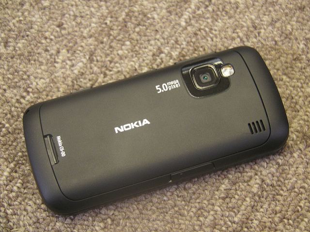 Curved edges of the Nokia C6