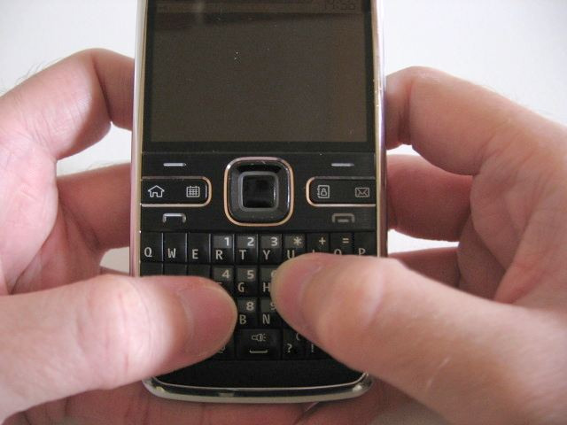 Nokia E72 - QWERTY messenger