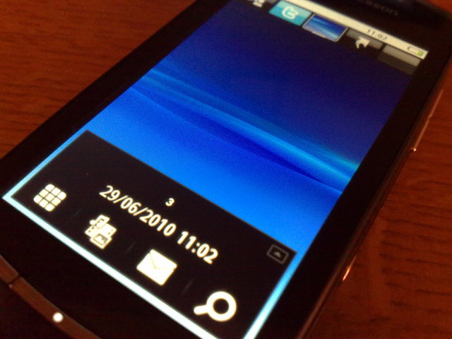 Sony Ericsson Vivaz Pro flash powered home screen