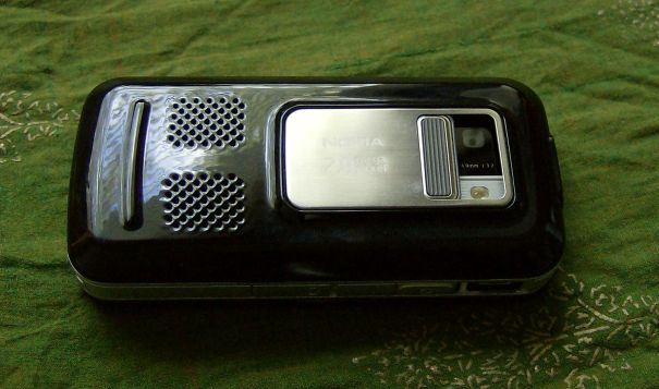 Nokia 6110 Navigator camera cover open