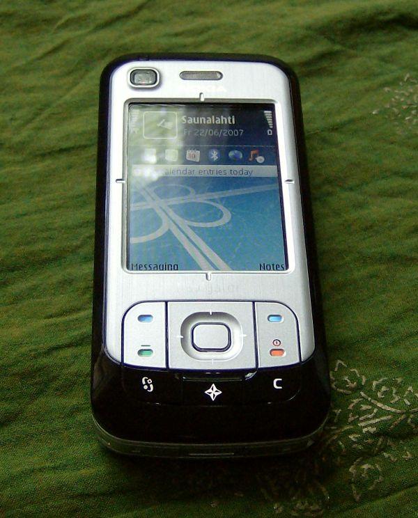 Nokia 6110 Navigator keypad closed