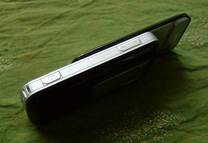 Nokia 6110 Navigator side view