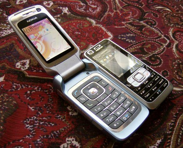 Nokia 6120 Classic next to Nokia 6290