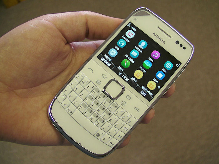 Nokia E6 in the hand