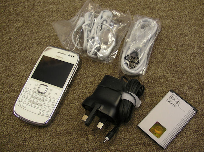 Nokia E6 box contents