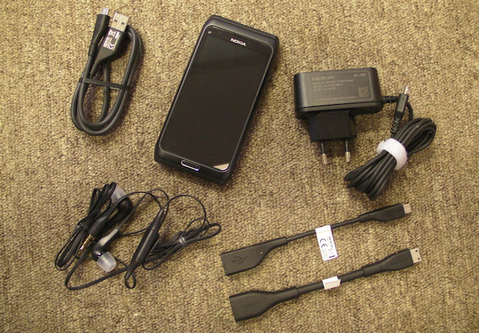 Nokia E7 box contents