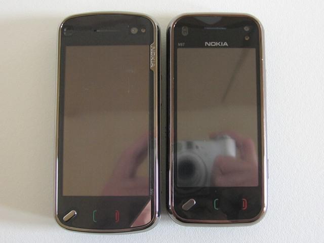 N97 Classic vs N97 Mini - Front view