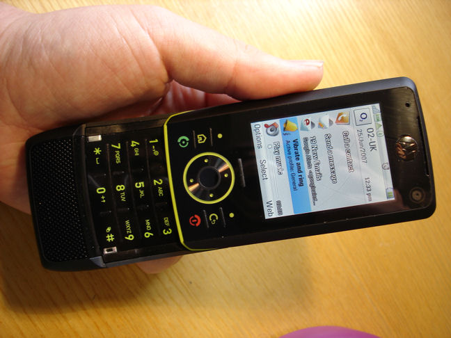 Moto RIZR Z8 UIQ Phone