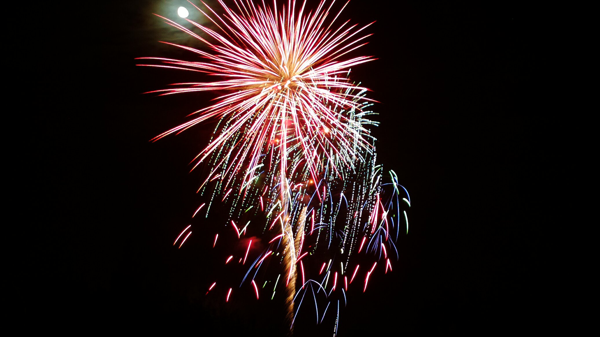 Full 808 3MP fireworks image from a mile away