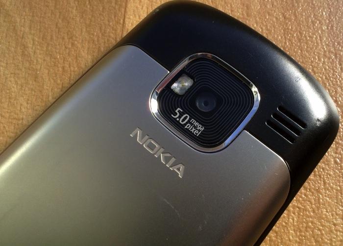 Nokia E5's rear