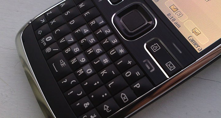 Nokia E72 up close