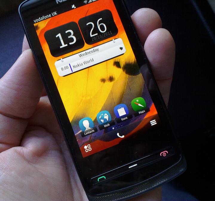 Xperia Ray and Nokia 700