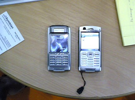 P990 next to P910i (left)