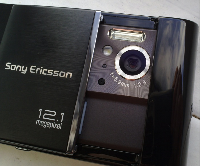 sony ericsson satio designs