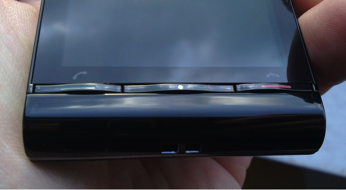Sony Ericsson Satio - front buttons